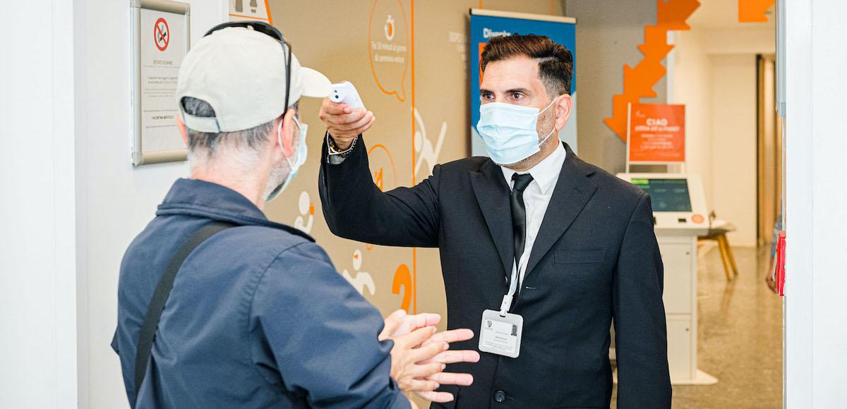 prova della temperatura all'ingresso delle sedi del Santagostino per garantire sicurezza Covid-19