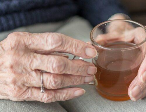 Quanta acqua far bere al giorno agli anziani?