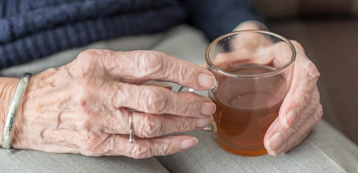 Quanta acqua bere al giorno anziani