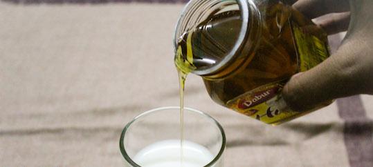 Tosse, meglio un farmaco o latte e miele?