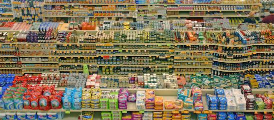 prodotti etichette nel supermercato