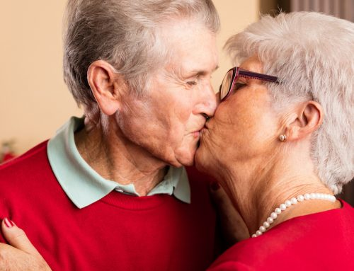 Amore dopo i 60: l'intesa sotto le lenzuola migliora la qualità della vita